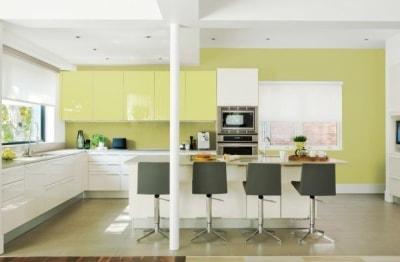 Ý tưởng thiết kế nội thất phòng bếp màu xanh lá đón hè