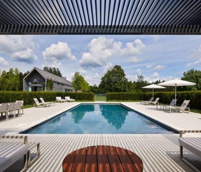Mẫu thiết kế biệt thự đẹp 1 tầng có sân vườn và bể bơi độc đáo