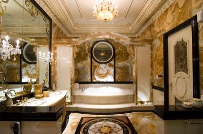 Mẫu thiết kế phòng tắm sang trọng với tông màu vàng